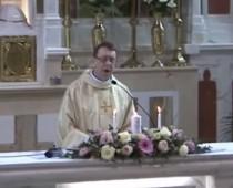 """Kňaz na svadbe všetkých šokoval: Hallelujah v jeho podaní a """"standing ovation"""""""