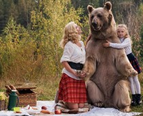 Rozprávkové zábery z pikniku s obrovským medveďom!