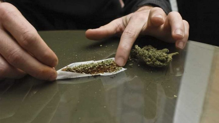 Dvaja zhúlení pašeráci marihuany sa omylom sami udali polícii