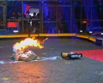 Šialený súboj v BattleBots skončil v plameňoch! Ktorý bot vyhral?