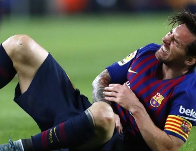 Lionel Messi si zlomil ruku a vynechá tak El Clásico