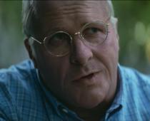 Christian Bale je Dick Cheney! Herec opäť okúsil extrém