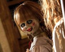 Trailer na Annabelle 3 len potvrdzuje, že séria stráca dych