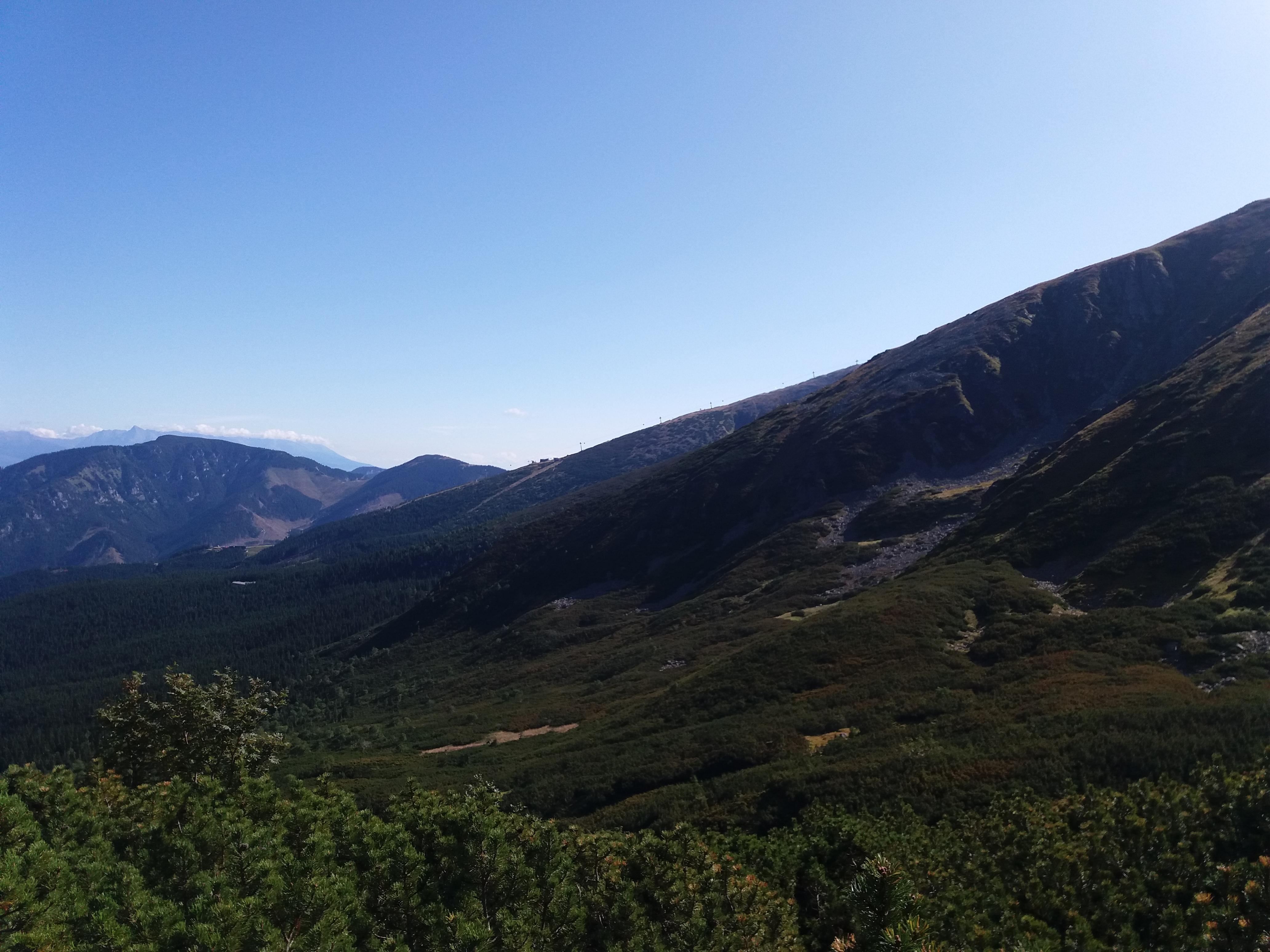 Krásny výhľad pri výstupe na Chopok.