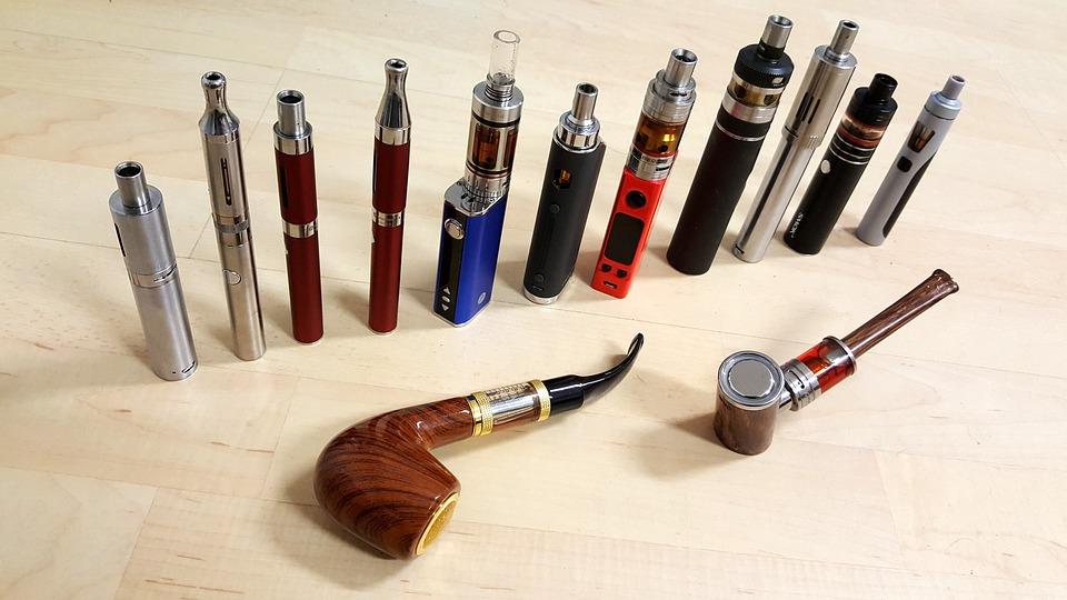 E-cigarety majú rôzne druhy podôb.