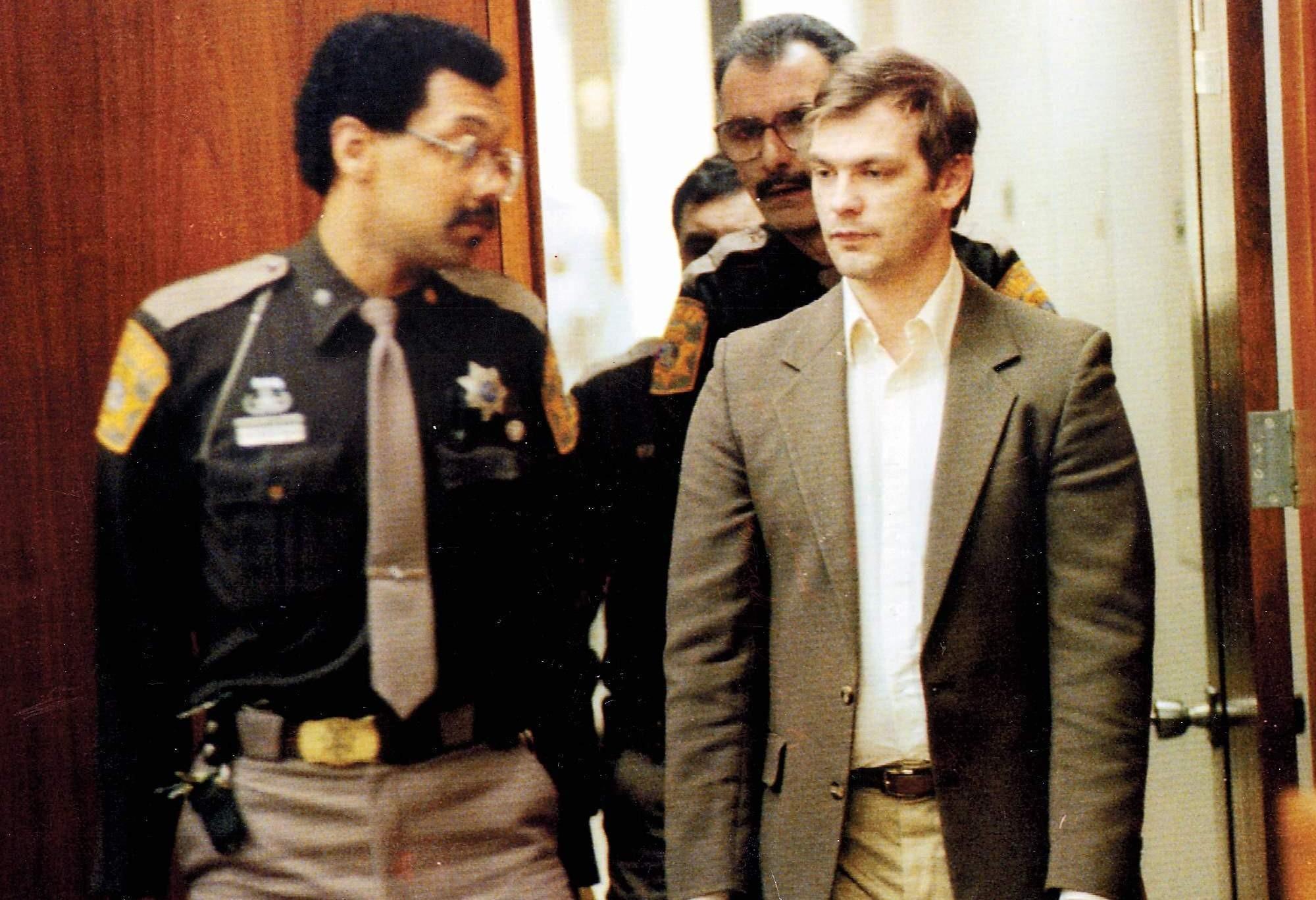 Jeffrey Dahmer predvolaný pred súd.