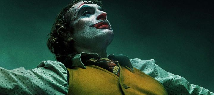 Joker je mrazivým a podmanivým originom s bravúrnym Joaquinom Phoenixom