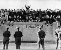 Symbol studenej vojny minulosťou: Berlínsky múr padol pred 30 rokmi