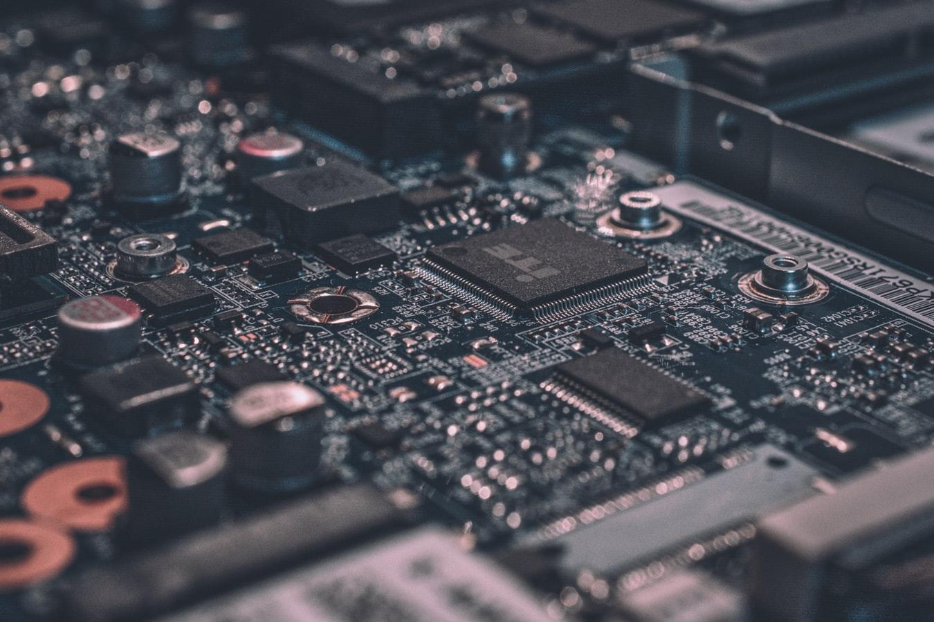 Alexandre Debiève a čip, progres technológií
