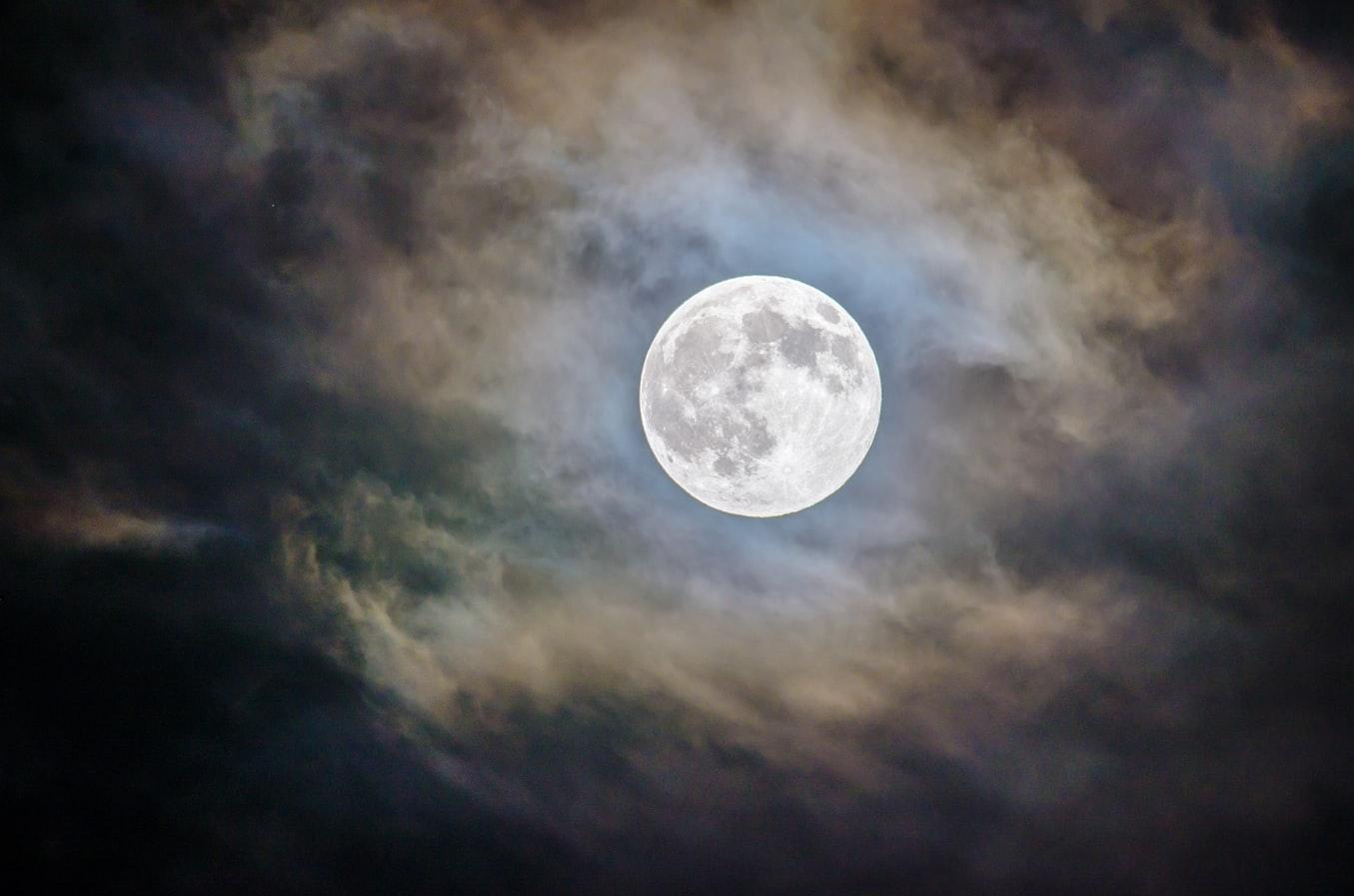 Foto mesiaca, japonci chcú stavať základňu