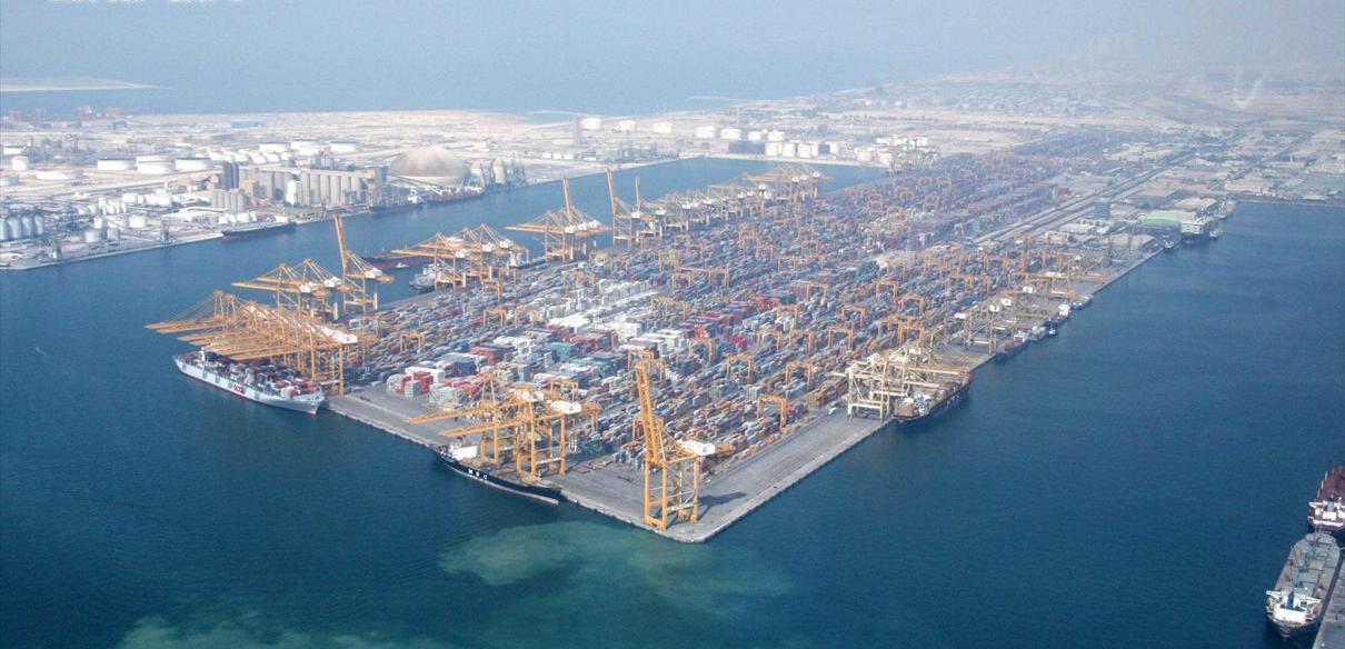 Vianocea a prístav Jebel Ali