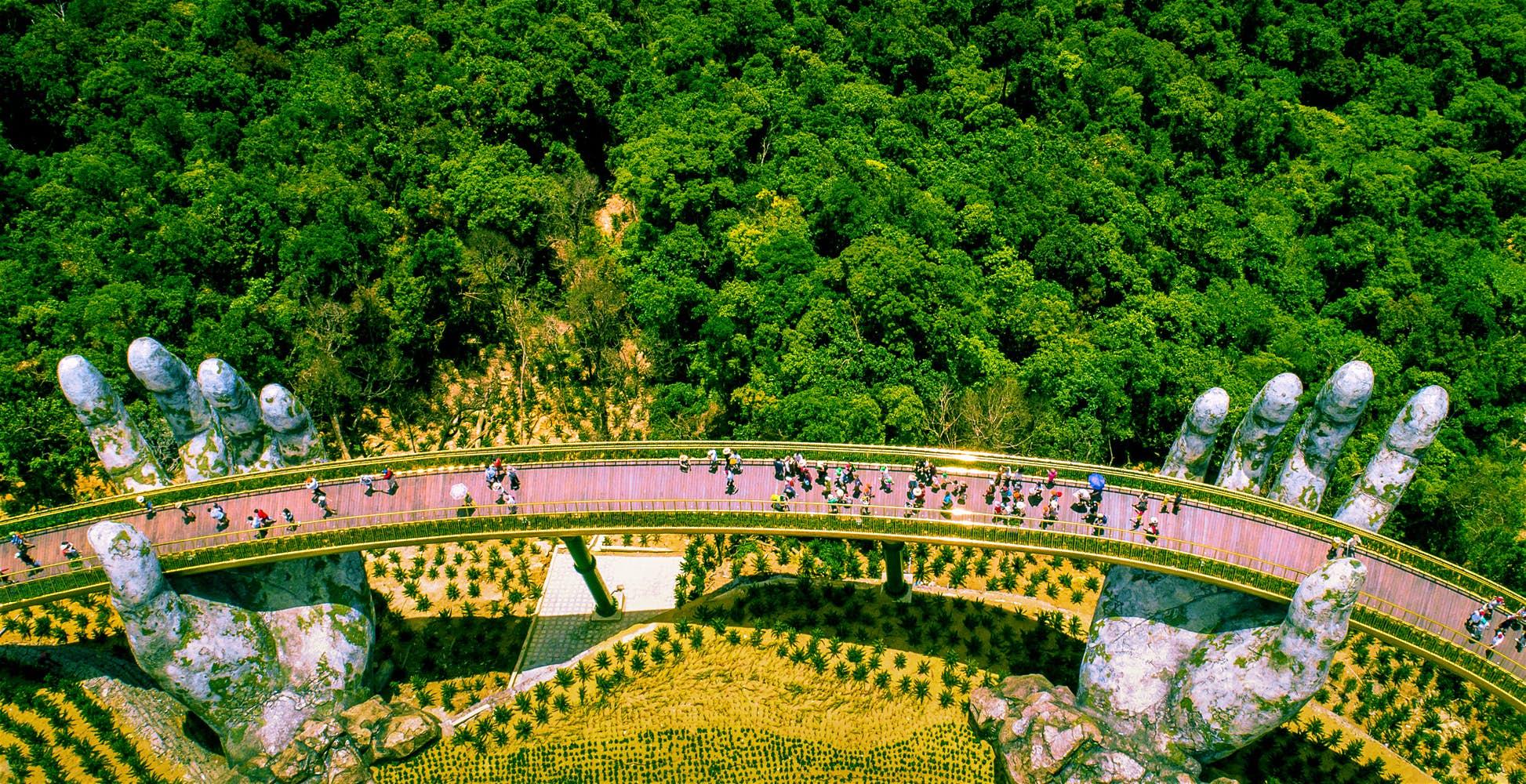 Golden bridge vo Vietname