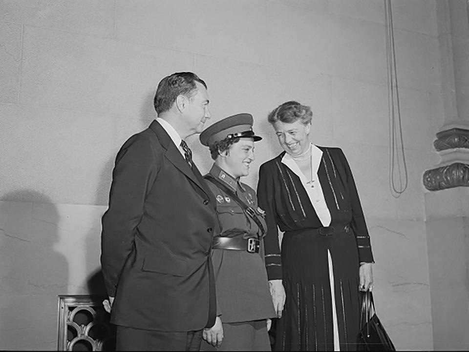 Lyudmila Pavlichenko s Eleanor Roosevelt